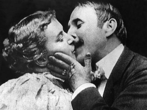 Nụ hôn đầu tiên trên màn ảnh