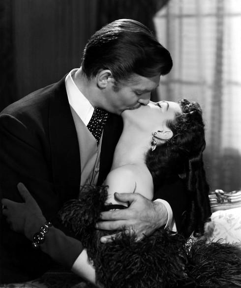 Nụ hôn của Scarlett và Rhett trong Cuốn theo chiều gió