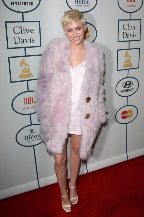 Miley Cyrus xuất hiện dịu dàng trong buổi Pre-party của Grammy 2014...