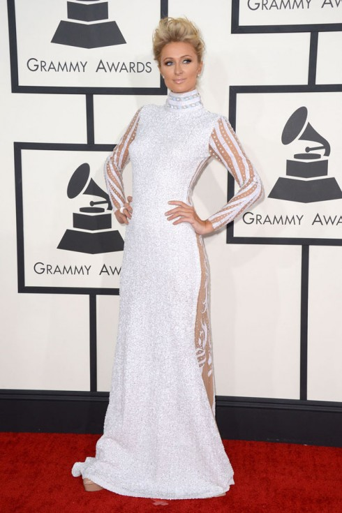 Paris Hilton và chiếc đầm trắng của nhà thiết kế Xtina Milani.