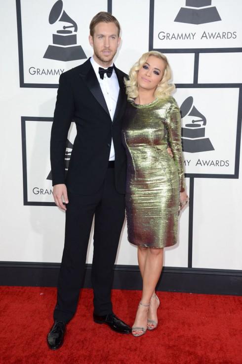 Cặp đôi Calvin Harris và Rita Ora. Rita chọn đầm Lanvin cùng loạt phụ kiện metallic ton-sur-ton đi kèm.