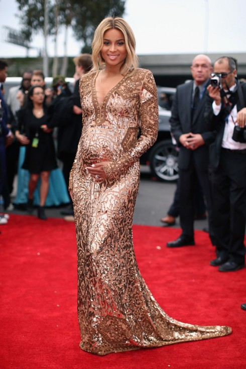 Bà bầu Ciara lộng lẫy trong chiếc đầm đuôi cá metallic của Emilio Pucci.<br/>LOS ANGELES, CA - JANUARY 26:  Singer Ciara Harris attends the 56th GRAMMY Awards at Staples Center on January 26, 2014 in Los Angeles, California.  (Photo by Christopher Polk/Getty Images for NARAS)