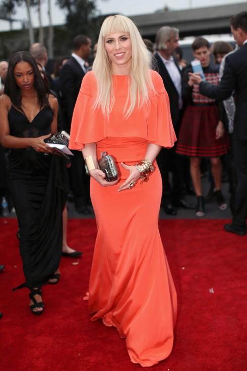 Ca sĩ Natasha Bedingfield trong chiếc đầm cam Christian Siriano.
