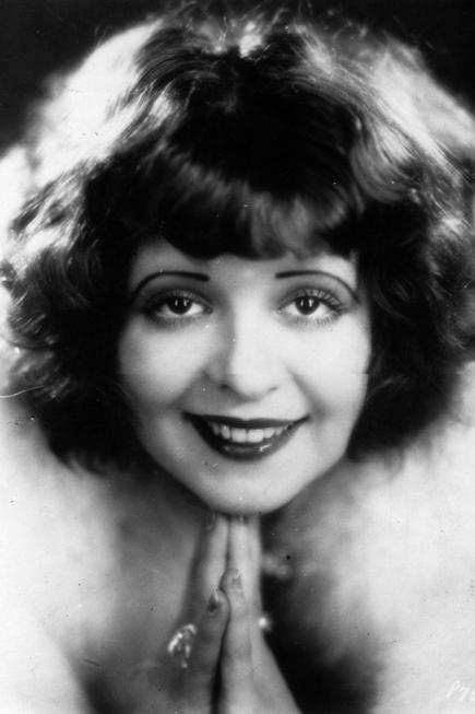 Trong những năm đầu thế kỷ XX (1900 - 1920), son môi trở lại ngoạn mục. Năm 1915, Maurice Levy đã phát minh ra thỏi son môi bằng kim loại đầu tiên (trước đó, son môi được làm từ mỡ hươu, dầu thầu dầu, sáp ong và được gói trong giấy lụa. Nên phụ nữ không thể mang theo son trong túi xách khi đi ra ngoài). <br>Năm 1923, ống son môi xoay như hiện nay đã được cấp bằng sáng chế và ngay sau đó, các công ty như Chanel, Guerlain, Elizabeth Arden, Helena Rubenstein và Max Factor bắt đầu sản xuất son môi.