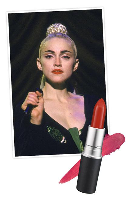 """Đến thập niên 80, màu đỏ đậm quay trở lại thành mốt. Suốt giai đoạn đó, M.A.C ra mắt dòng son môi đầu tiên và Madonna đã giúp màu son Russian Red nổi tiếng bằng cách dùng nó suốt tua lưu diễn vòng quanh thế giới """"Like a Virgin World Tour""""."""