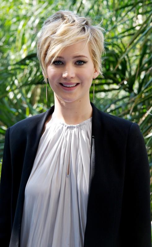 Jennifer Lawrence năm nay 23 tuổi, cô là một trong những diễn viên kiếm lời bậc nhất năm 2013 nhờ những dự án phim như The Hunger Games hay American Hustle. Cô đồng thời cũng là người trẻ tuổi thứ 2 trên thế giới từng nhận giải Oscar cho hạng mục nữ diễn viên chính xuất sắc nhất.