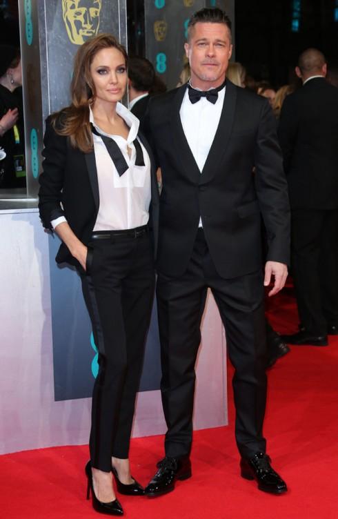 Angelina Jolie và Brad Pitt năm nay trở thành tâm điểm của ống kính trong bộ suit đôi tuyệt đẹp của Saint Laurent.