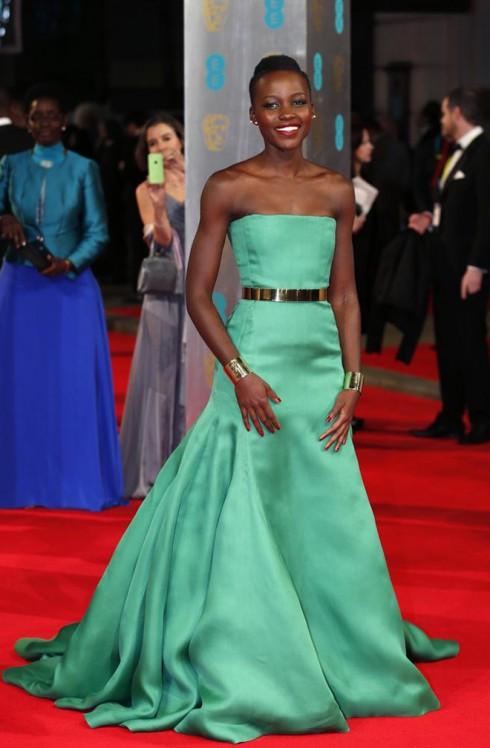 Nữ diễn viên chính của phim 12 Years A Slave Lupita Nyong'o trong chiếc đầm couture của Christian Dior.