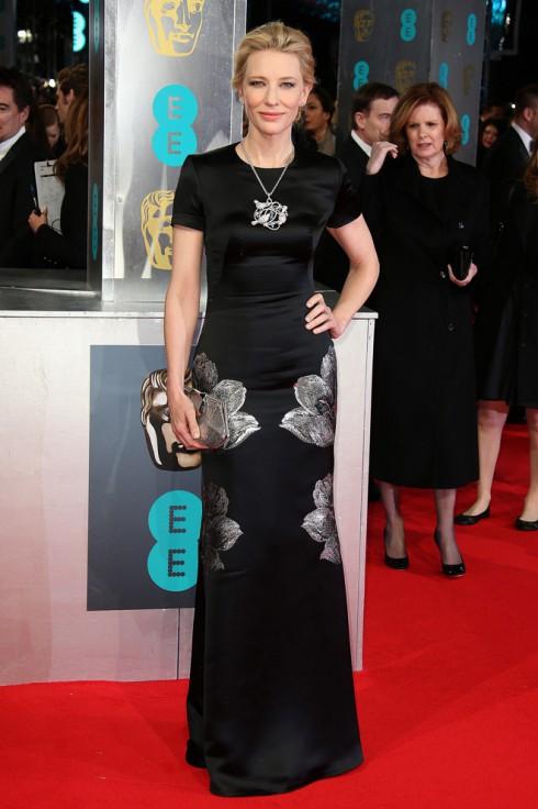 Nữ diễn viên Cate Blanchett lộng lẫy trong trang phục  Alexander McQueen và trang sức Chopard.