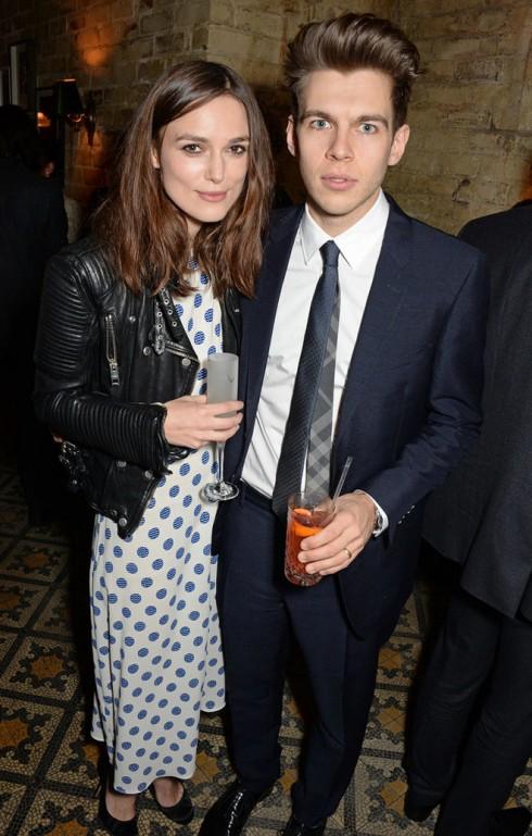 2 vợ chồng Keira Knighley và James Righton tại buổi tiệc trước lễ trao giải.