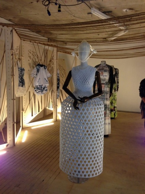 ellevn- ntk cong tri tai london fashion week 2014_06
