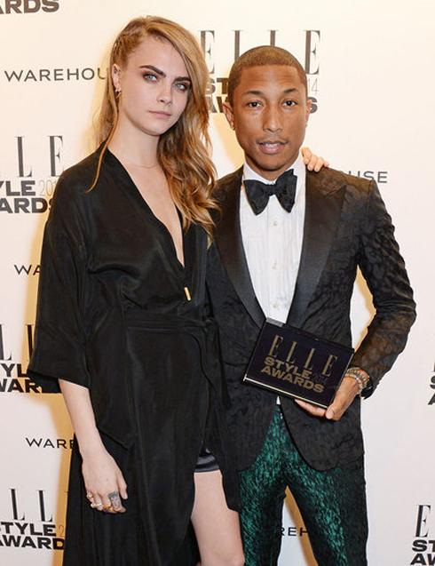 Cara trao giải Nghệ sĩ phòng thu quốc tế cho Pharrell Williams.