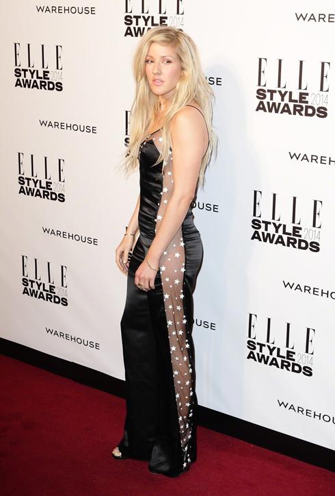 Ca sĩ Ellie Goulding mặc đầm dạ hội của Matthew Williamson.