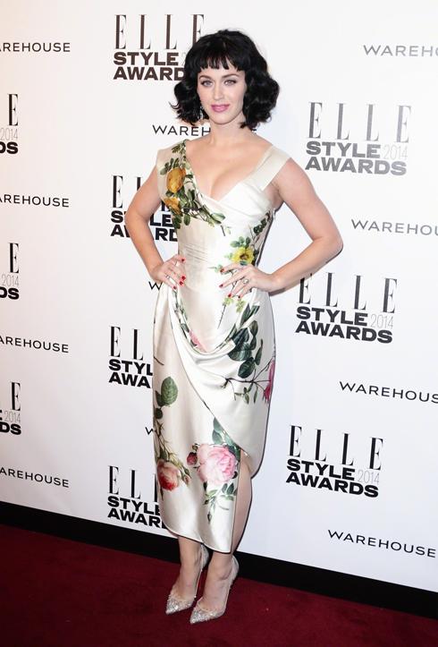Ca sĩ Katy Perry đoạt giải Người phụ nữ của năm.
