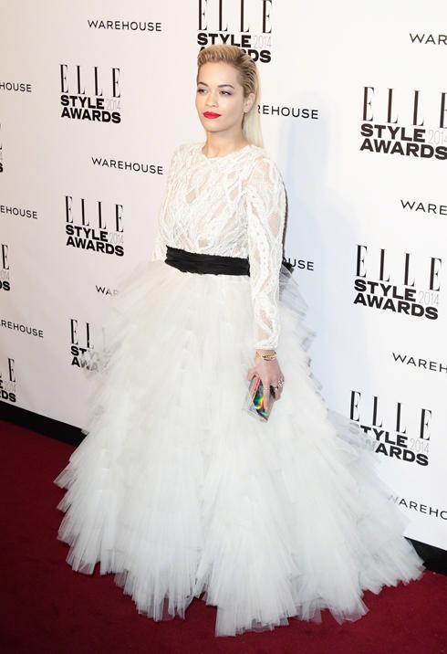 Ca sĩ Rita Ora lộng lẫy trong chiếc đầm trắng của Marchesa.
