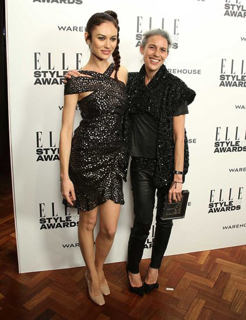 Giải Nhà thiết kế đương đại của năm: Isabel Marant. Bên cạnh cô là siêu mẫu Nga Olga Kurylenko.