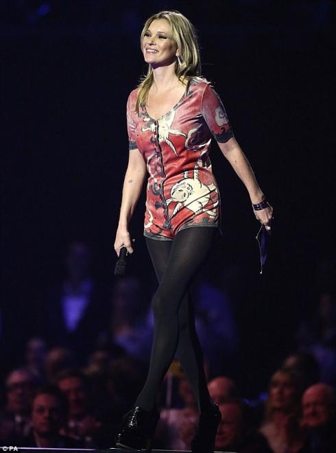 Siêu mẫu Kate Moss đại diện huyền thoại âm nhạc David Bowie nhận giải Nam ca sĩ xuất sắc nhất