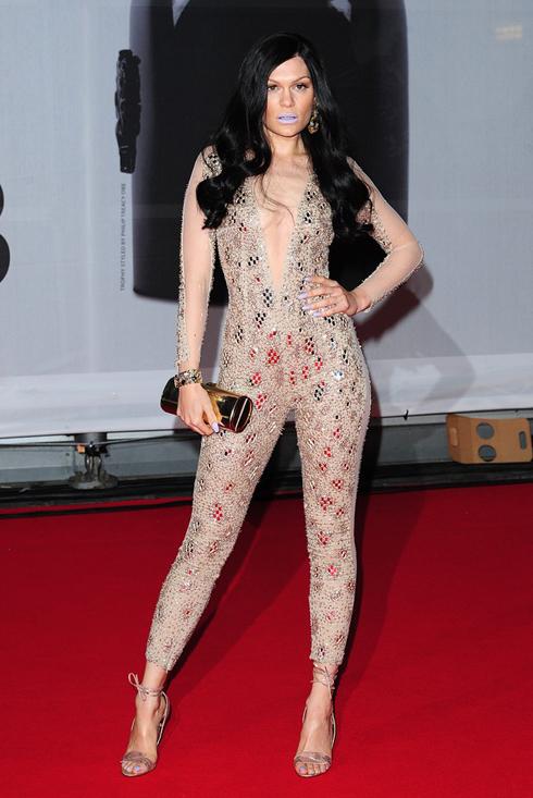 Jessie J chọn bộ jumpsuit của Julien Macdonald