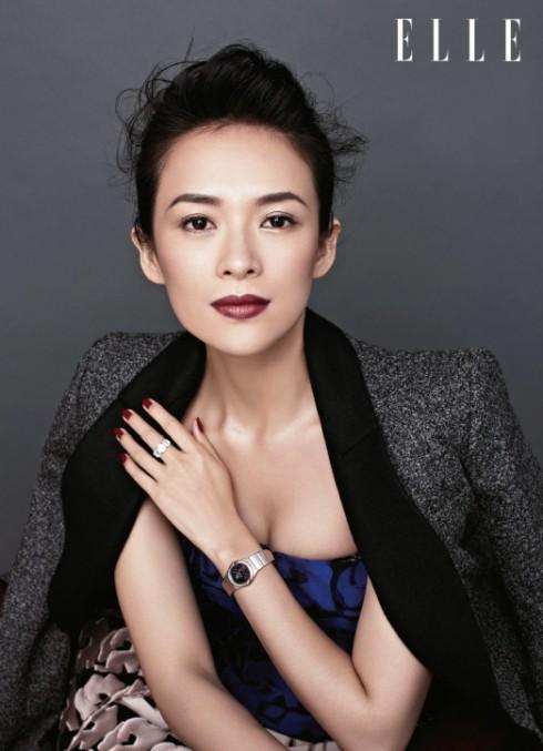 Áo khoác vải tweed xám Dior - Áo ống Royal Blue họa tiết hoa Dior - Váy phồng họa tiết hoa màu hồng Dior - Nhẫn kim cương Bulgari - Đồng hồ cung hoàng đạo Omega