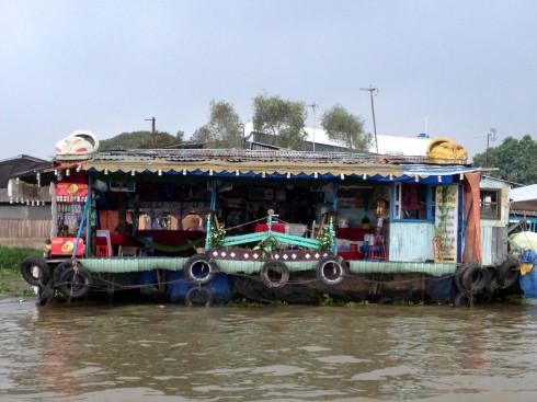 Nhà nổi trên sông