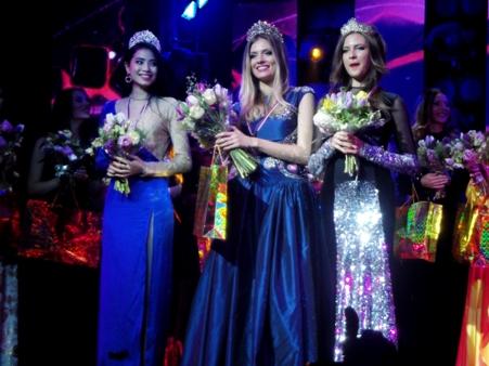 Người đẹp Việt Nam (trái) đoạt ngôi vị Á hậu 1
