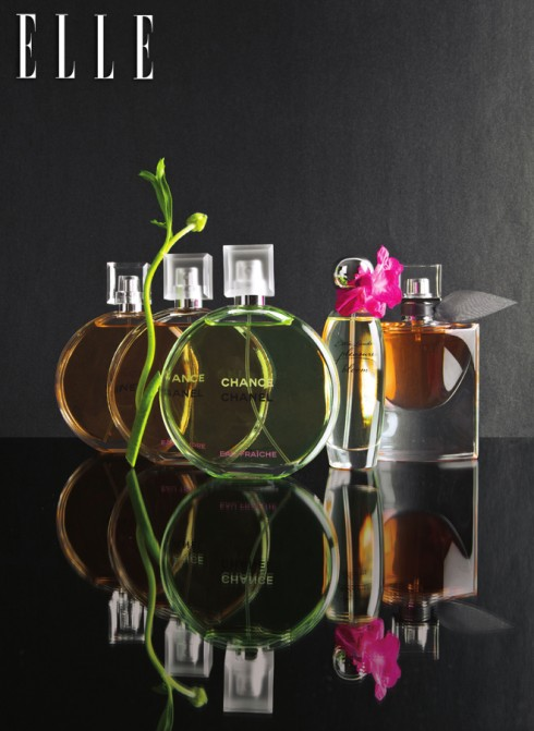 Me, Myself and I  Từ trái qua: 1&2&3. Bộ 3 nước hoa Chance Chanel 3.961.000 VND/chai/150 ml 4. Nước hoa Pleasures Bloom Estée Lauder 2.300.000 VNĐ 5. Nước hoa La Vie Est Belle Lancôme 2.600.000 VNĐ/75ml