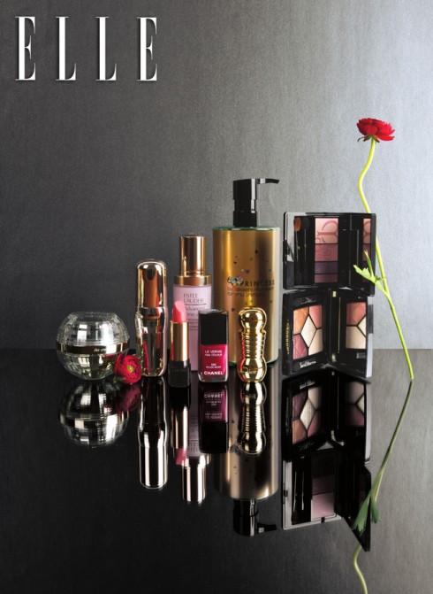 Mommy, I love you  Từ trái qua: 1. Kem dưỡng chống lão hóa La Cream Clé De Peau Beauté 14.890.000 – 21.390.00 VNĐ 2. Kem dưỡng mắt Bio Performance Shiseido 1.310.000 VNĐ 3. Son môi Lancôme 4. Kem dưỡng nâng da Resilience Lift Esteé Lauder 2.500.000 VNĐ 5. Sơn móng tay Chanel 714.000 VNĐ 6. Dầu tẩy trang chống oxy hóa Shu Uemura 2.390.000 VNĐ/450ml 7. Son Diorific Dior 920.000 VNĐ 8. Phấn mắt Clé De Peau Beauté 1.719.000 VNĐ 9. Phấn mắt 5 màu Dior 1.840.000 VNĐ
