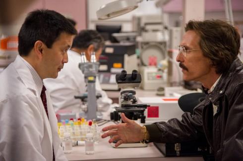 Một trong những khó khăn nhất của Robin Mathews là giai đoạn cuối của bệnh, nhất là khi nhân vật của Jared Leto bị lấy mất thuốc. Chuyên gia trang điểm đã tự tay sơn các vết phát ban trên gương mặt diễn viên, sau khi đã tạo lớp nền bằng màu xám, gợi cảm giác nhân vật già nua.