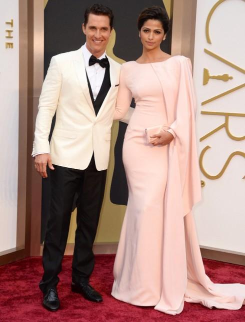Matthew McConaughey đoạt giải Nam diễn viên chính xuất sắc nhất. Đứng cạnh anh là người mẫu Braxin Camila Alves
