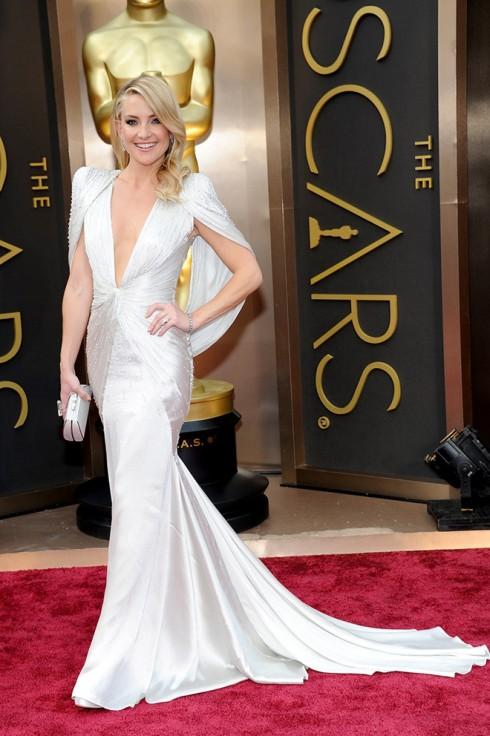 Kate Hudson trong trang phục Atelier Versace