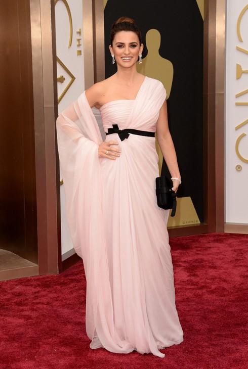 Penélope Cruz lộng lẫy với đầm dạ hội Giambattista Valli Couture