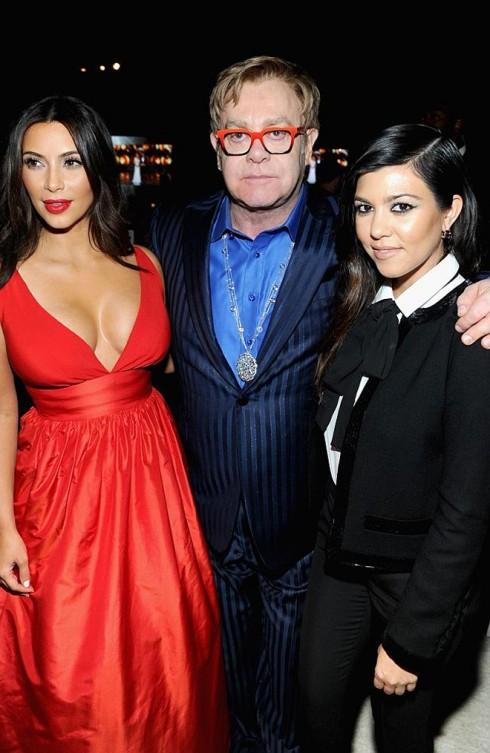 Elton John và 2 chị em nhà Kardashian.