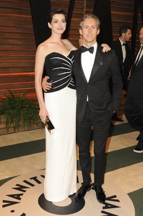 Anne Hathaway cùng chồng cô - Adam Shulman.