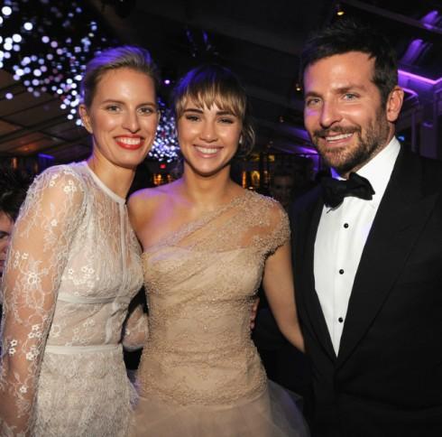 Siêu mẫu Karolina Kurkova chụp cùng Bradley Cooper và bạn gái anh - siêu mẫu Suki Waterhouse.