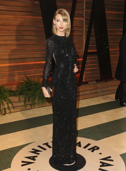 Ca sĩ Taylor Swift tham dự bữa tiệc Vanity Fair