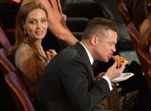 rs_560x415-140302200459-1024.jolie-brad-pitt-oscar-pizza.ls.3214_copy