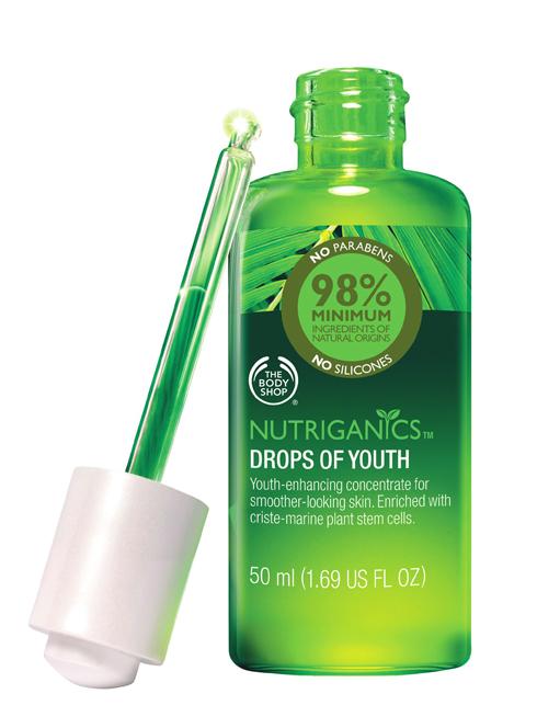 <strong>Serum chống lão hóa Drops of Youth – The Body Shop</strong><br /> Serum chứa tế bào gốc thực vật từ cây cristemarine phát triển mạnh mẽ trên những vách đá khô cằn của vùng biển miền Nam nước Pháp giúp kích thích quá trình tái tạo tế bào. Sử dụng trước khi thoa serum và kem dưỡng ẩm. (1.399.000 VNĐ)
