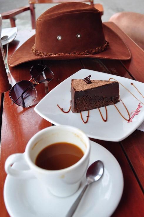 """Finlandia thuộc vùng Quindio là """"thủ phủ cà phê"""" của Colombia. Vậy mà món tuyệt diệu tôi tìm được ở đây lại là... bánh chocolate, với thớ bánh ẩm mịn cực ngon."""