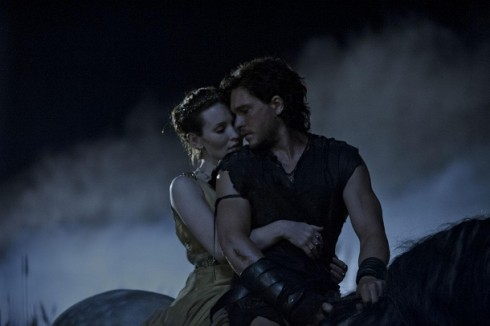 Emily-Browning-and-Kit-Harington-in-Pompeii-2014-Movie-Image
