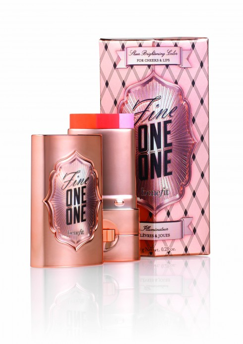1. Má hồng kiêm highlighter và son Fine One One, Benefit
