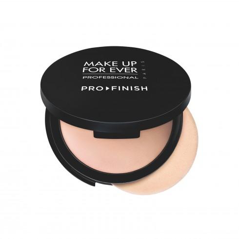 6. Pro finish, Make up Forever vừa là kem nền khi dùng bông ướt vừa là phấn phủ khi sử dụng với bông khô.