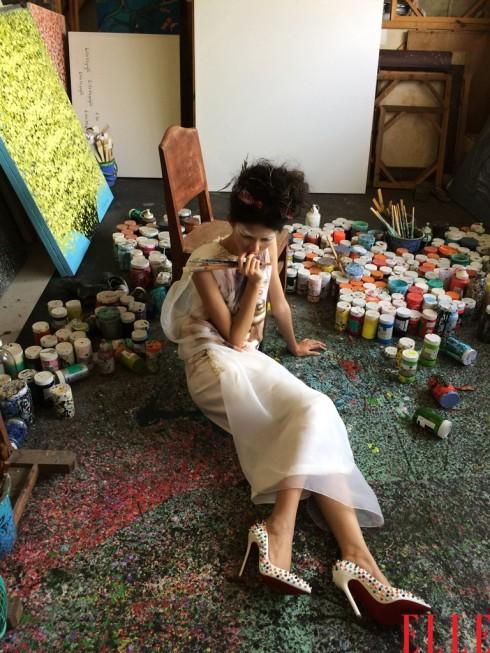 Trong số tạp chí Phái Đẹp ELLE tháng 4, người mẫu Thùy Dương hóa thân thành nữ họa sỹ để cùng ekip vẽ nên câu chuyện Hội họa và thời trang.