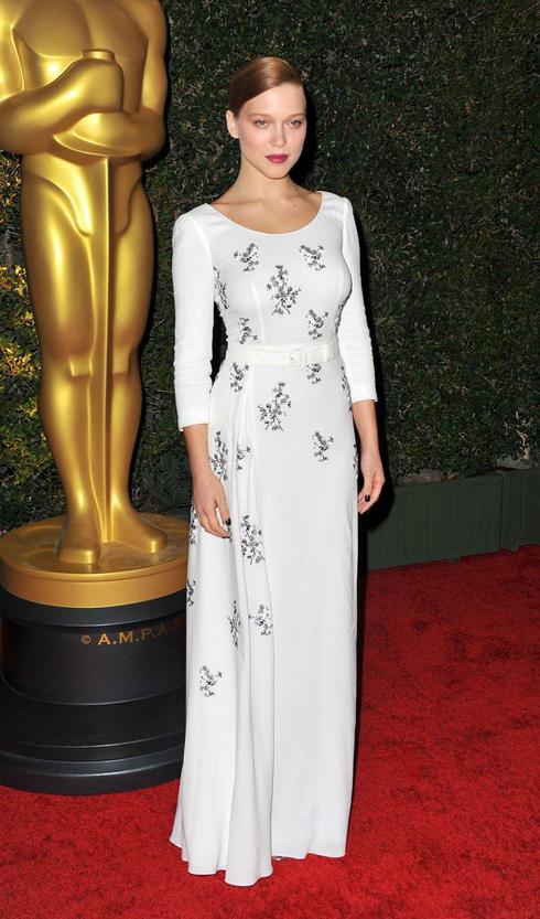 Năm 2013 - Cô đang mặc chiếc đầm trắng của Prada