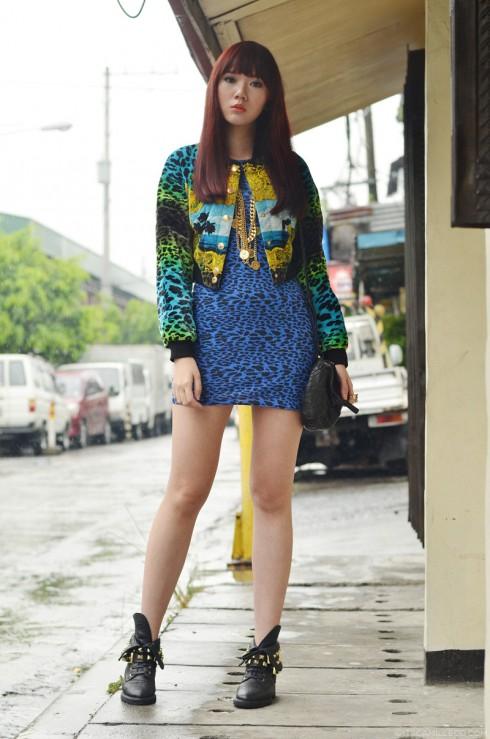 9. Cá tính và mạnh mẽ, Camille xuất hiện với hoa văn da báo được biến tấu đầy màu sắc cùng túi xách Pandora của Givenchy