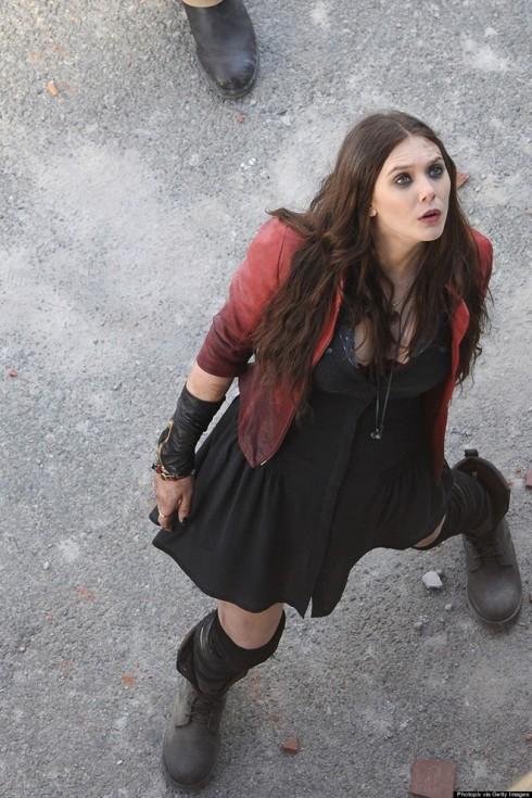 Hình ảnh mới nhất của Elizabeth Olsen trên phim trường tại Ý