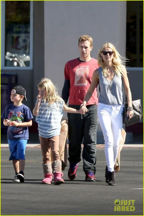 Một gia đình tưởng như hoàn hảo...