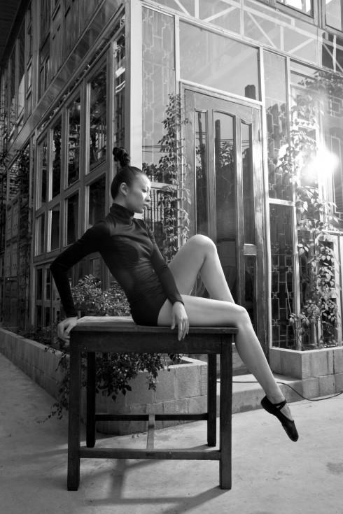 Tạ Thùy Chi rời xa gia đình để theo học múa tại Trung Quốc từ khi 12 tuổi. Cùng với người anh trong nghề, Nguyễn Ngọc Anh, Tạ Thùy Chi đã mang đến cho người yêu nghệ thuật múa những đêm diễn mang tên Ta đã ở đó, show diễn lớn đầu tiên của cô kể từ ngày vào nghề, kể lại câu chuyện của một cô gái trải qua những thay đổi của cuộc đời vẫn lưu giữ trong mình kí ức về tuổi thơ tươi đẹp. Ta đã ở đó thu được thành công lớn, không chỉ vì kỹ thuật múa điêu luyện của Thùy Chi và Ngọc Anh, mà còn bởi cảm giác gần gũi, câu chuyện khiến bất kì ai cũng có thể liên hệ đến bản thân mình. Để thực hiện show diễn này, Tạ Thùy Chi vừa đóng vai biên đạo, vừa biểu diễn, vừa đảm nhiệm cả việc xin tài trợ, tổng đạo diễn chương trình.