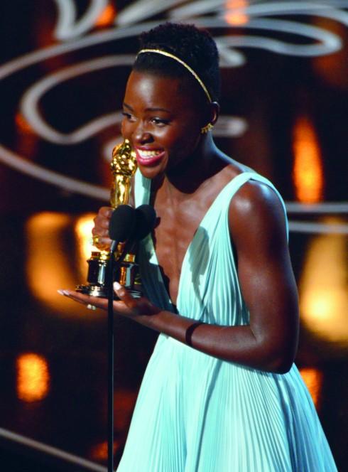 Lupita Nyong'o giành giải Nữ diễn viên phụ xuất sắc cho vai diễn trong 12 Years a Slave (bộ phim đồng thời cũng giành Oscar cho phim xuất sắc nhất).