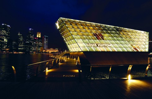 Espace Louis Vuitton Singapore lấy cảm hứng từ biển cả và màu xanh lính thủy