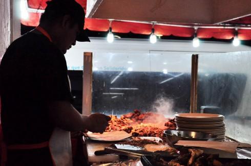 Tiệm tacos Gomez rất đông khách ở Playa Del Carmen